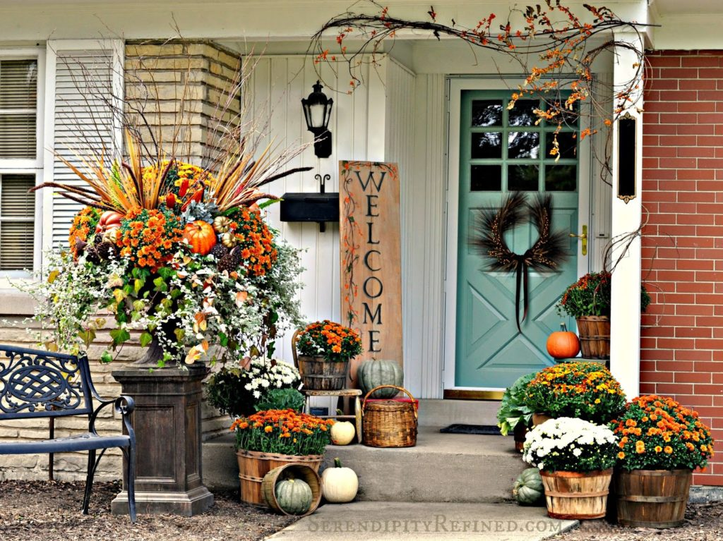 fall-porch-outdoor-decorating-idea-simple-harvest-baskets-pumpkins-mums-bittersweet